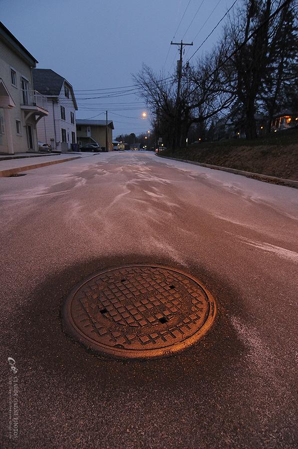 Rue déserte par Claude Gagné