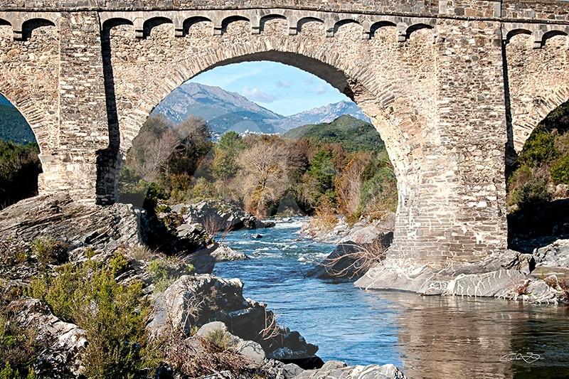 Pont génois entre Aleria et Corté